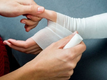 Sai lầm trong quá trình xử lý vết thương, bầm tím, cẩn thận mất Tết
